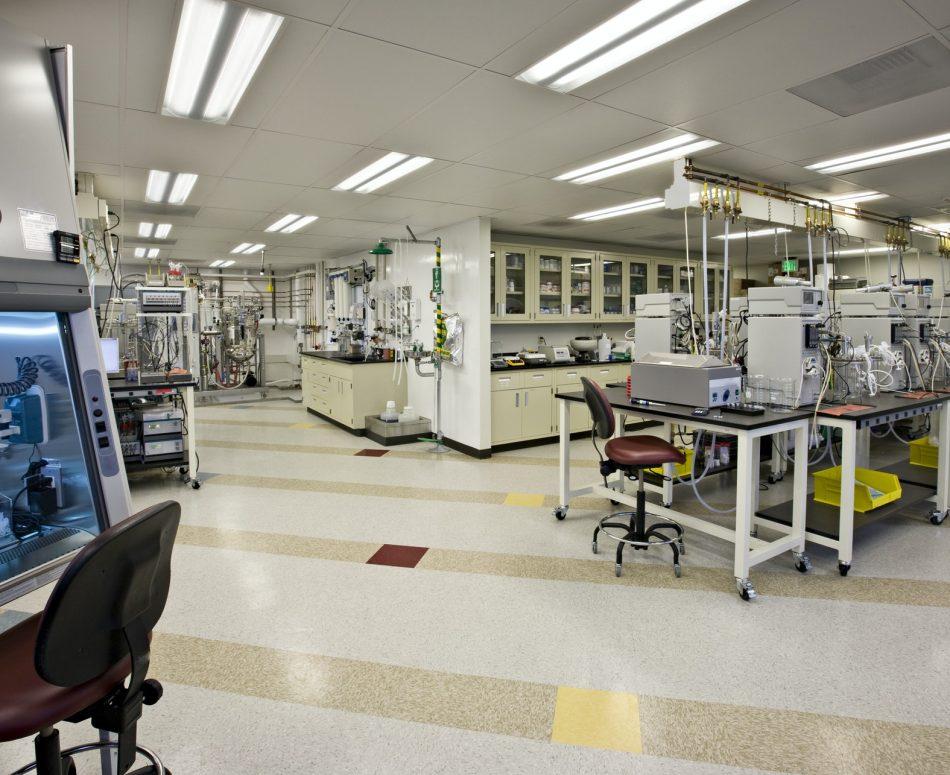 53732,Machinery in laboratory